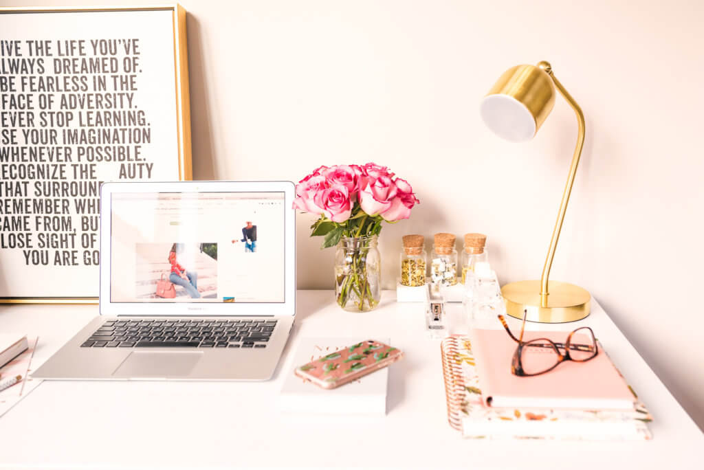 digital nomad blogger