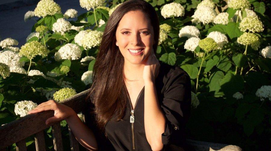 Alana, travel lawyer writer